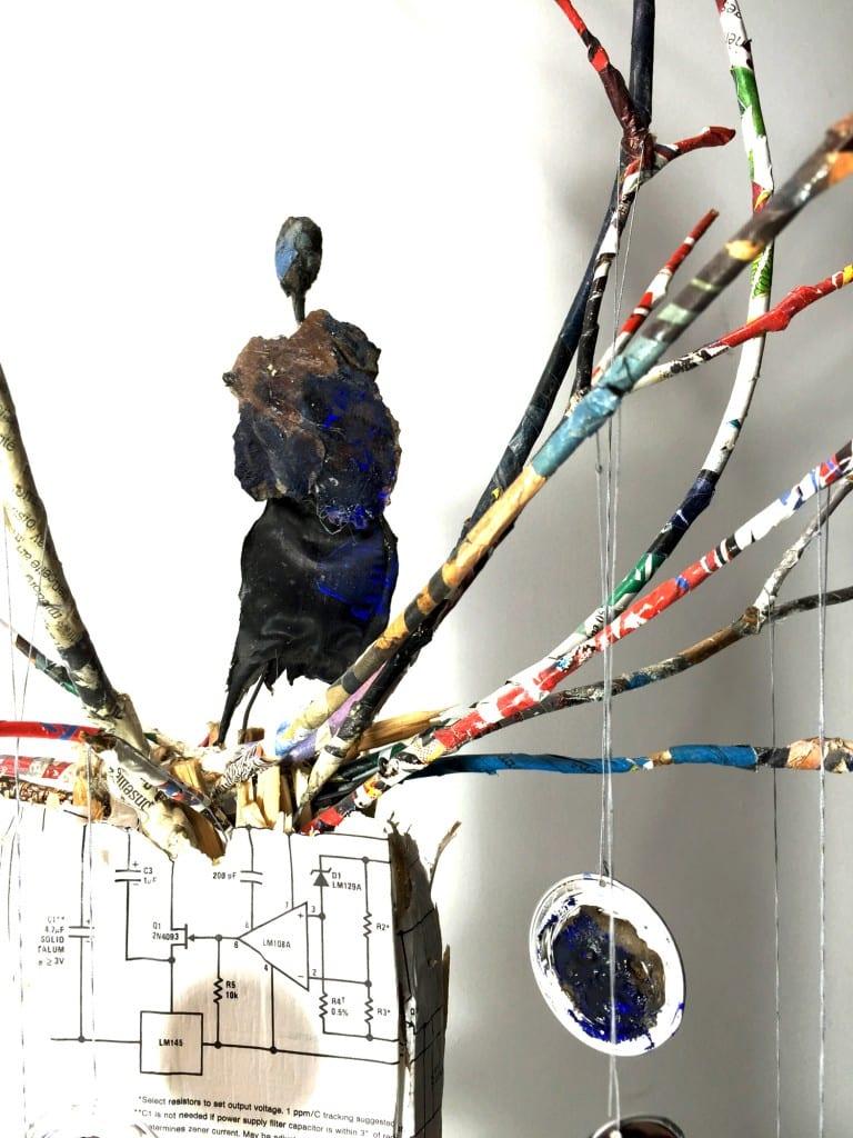 Les sculptures petits mondes de chrismali l 39 exposition for Arbre factice